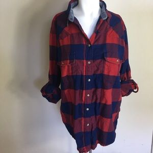 Tops - Women's red and blue plaid snap on long sleeve L